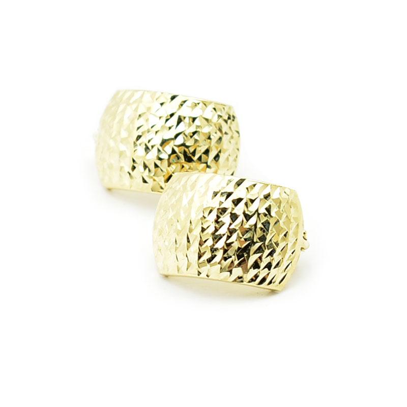 Ładne złote kolczyki.