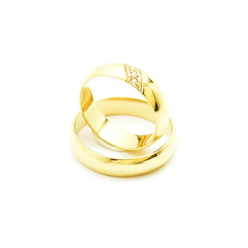 Elegancki złote obrączki z brylantami.