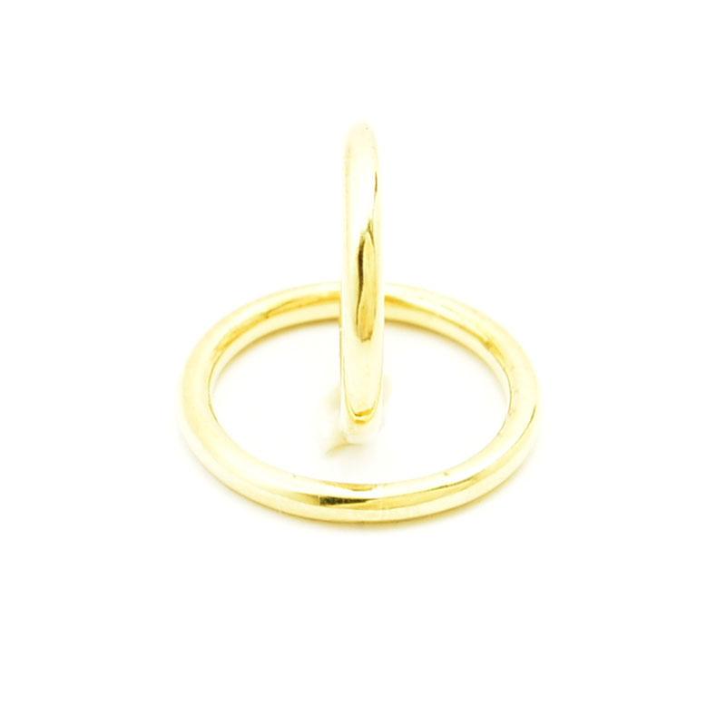 Para złotych okrągłych obrączek.