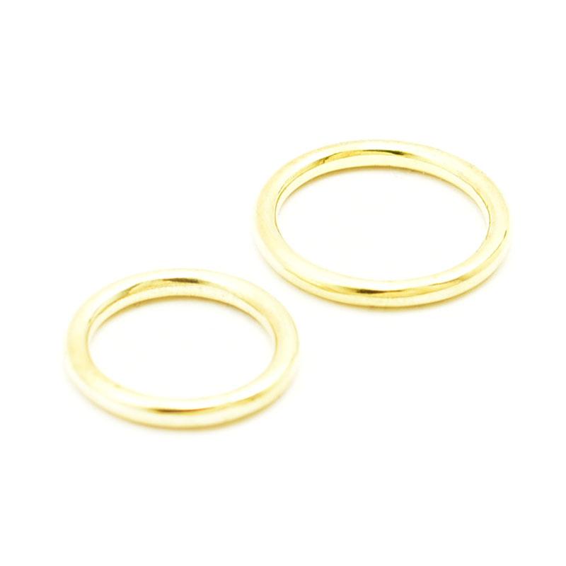 Para okrągłych obrączek ślubnych.