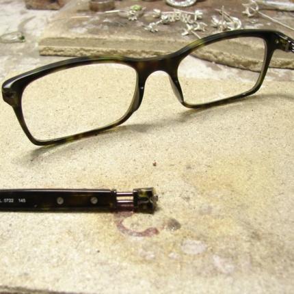 Zdjęcie nr. 13 Klejenie okularów z elementem metalowym