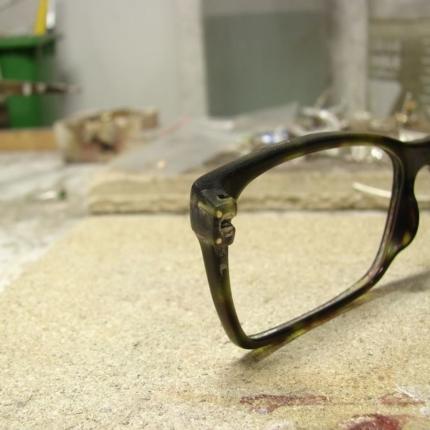 Zdjęcie nr. 3 Klejenie okularów z elementem metalowym