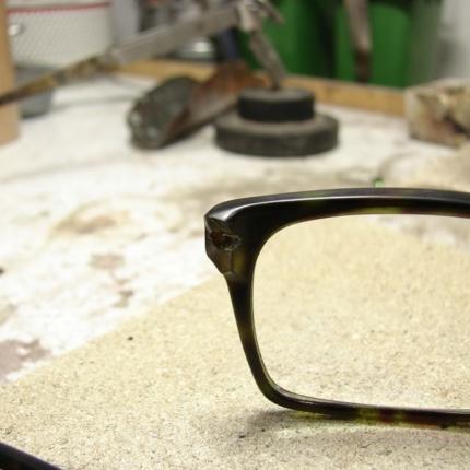Zdjęcie nr. 12 Klejenie okularów z elementem metalowym