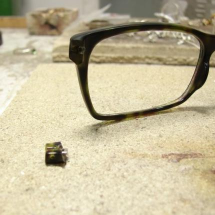 Zdjęcie nr. 10 Klejenie okularów z elementem metalowym
