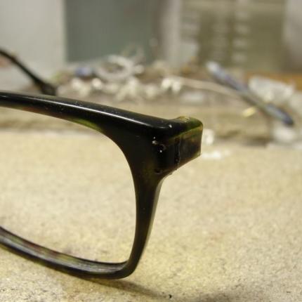 Zdjęcie nr. 7 Klejenie okularów z elementem metalowym