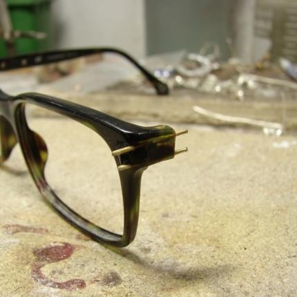 Zdjęcie nr. 5 Klejenie okularów z elementem metalowym