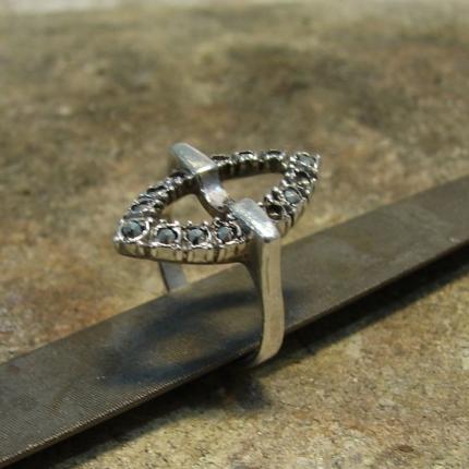 Zdjęcie nr. 2 Renowacja srebrnego pierścionka z perłą i markazytami