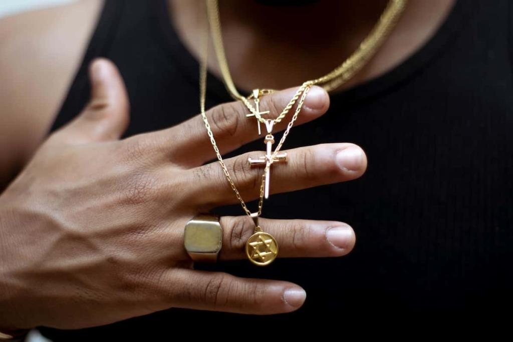 Medaliki i krzyżyki jako prezent na dzień ojca.