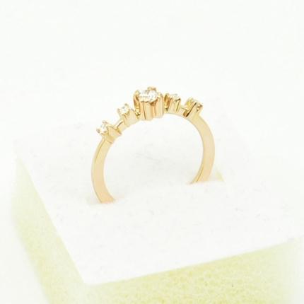 Złoty pierścionek.