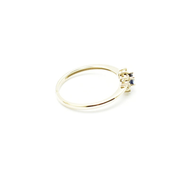 Pierścionek z białego złota z szafirem i diamentami
