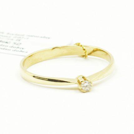 Pierścionek zaręczynowy z brylantem 0,03 ct
