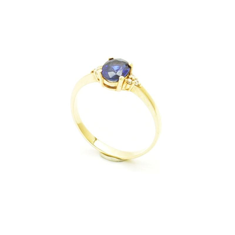 Klasyczny złoty pierścionek z owalnym szafirem i sześcioma brylantami.