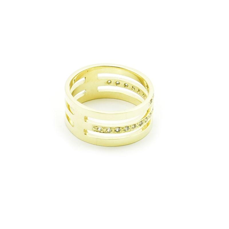 Złoty pierścionek wykonany z trzech obrączek