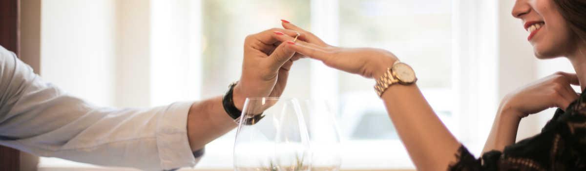 Oryginalne pomysły na zaręczyny, czyli jak zaskoczyć swoją wybrankę