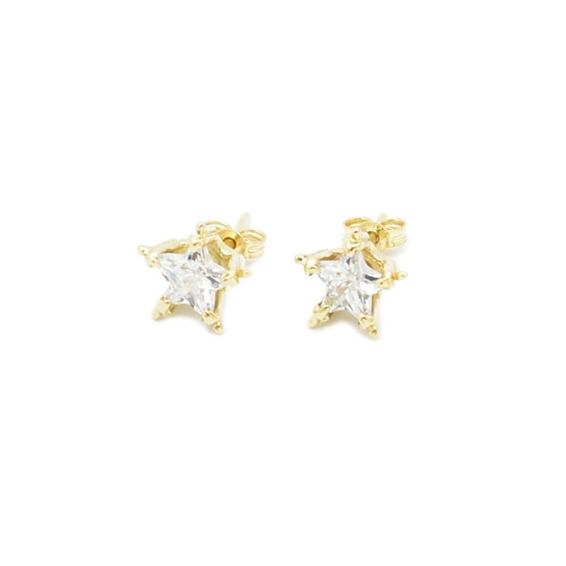 Złote kolczyki z cyrkoniami w kształcie gwiazdek.