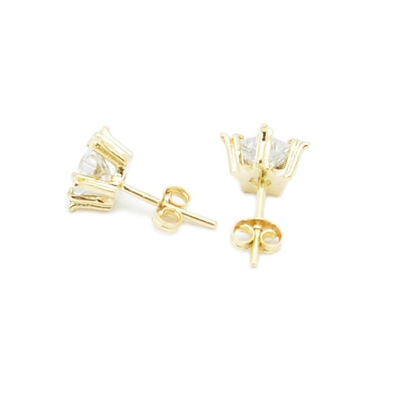 Nowoczesne złote kolczyki z cyrkoniami w kształcie gwiazdki.