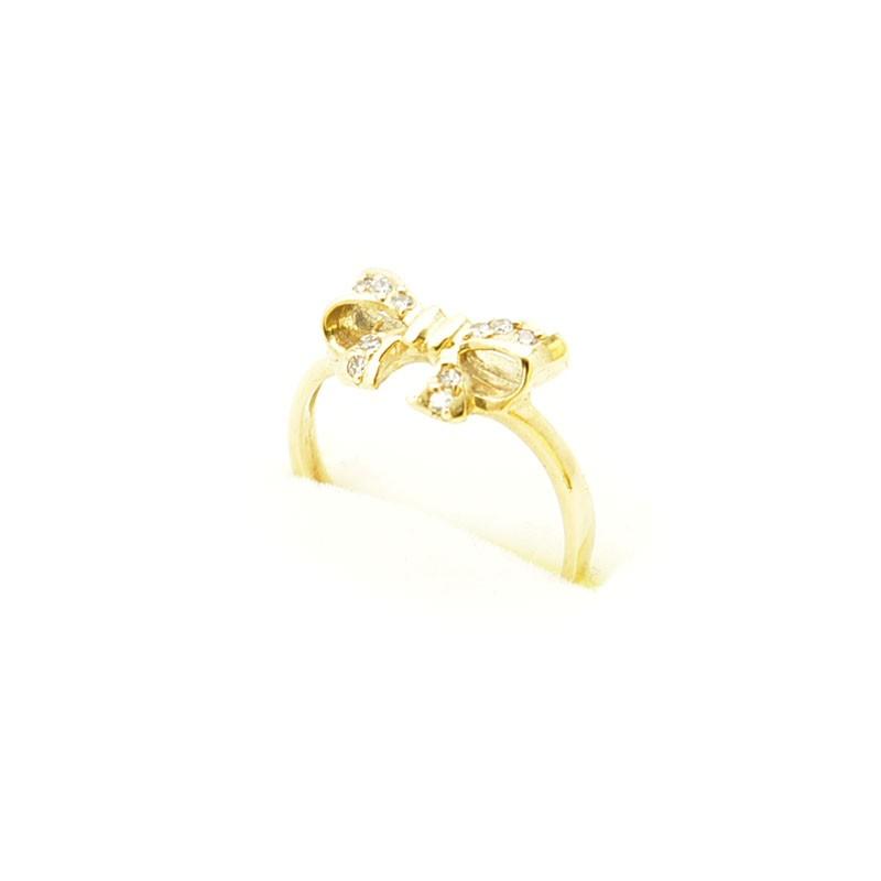 Złoty pierścionek kokardka.