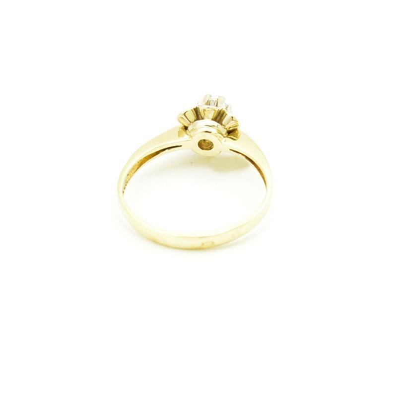Pierścionek ze złota z cyrkonią.