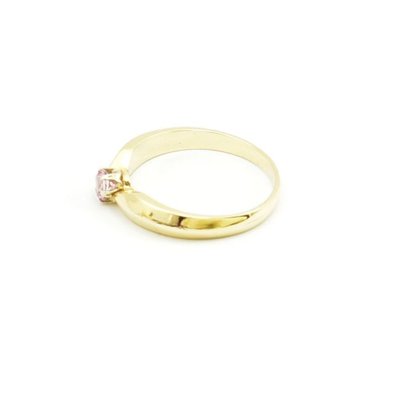 Klasyczny złoty pierścionek z topazem.