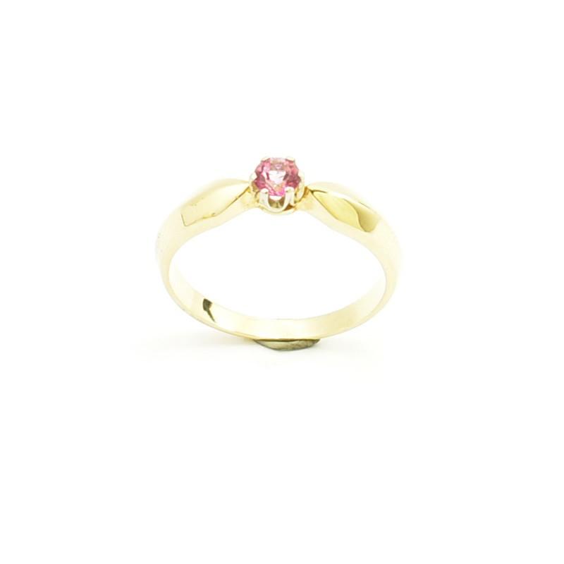 Pierścionek z żółtego złota z różowym topazem.